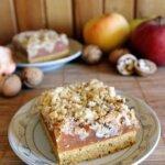 Jesienne ciasto – marchewkowe z jabłkami i orzechami